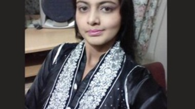 Sexy Paki Girl Mustarbting