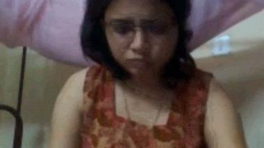 Beautiful Assamese girl nude video leaks