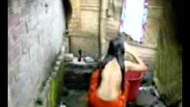 HQ XXX Porn / Bengali desi village girl bathing in Dhaka