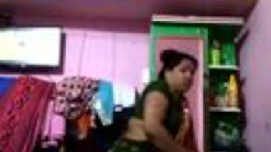 Fatty Desi mom bares hairy cunt and takes vegetable for masturbation