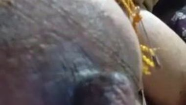 Dirty-minded aunty brags about big Desi nipples in close-up video