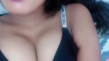 Excited Desi babe uses fingers to satisfy pussy in the solo porn video