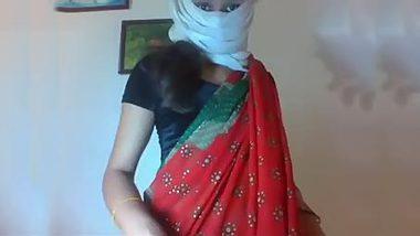 Masked Desi hottie strips naked during chudai XXX show on web camera