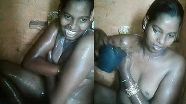 Chick opens her sex body and even XXX hole washing in the Desi shower