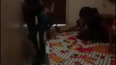 Sexy telugu aunty secretly filming pooku dengu