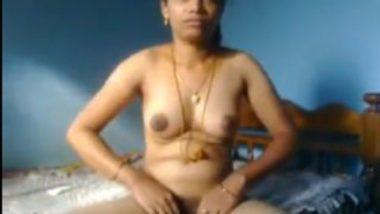 Tamil anni showing pundai secretly and blowjob