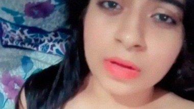 Super horny desi girl Keerthi full nude fingering MMS