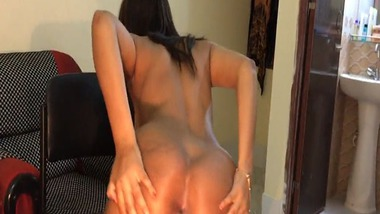 Desi porn girl dancing nude on cam video