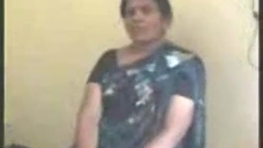 Fucking huge boobs sexy tamil aunty in blue saree