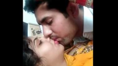 Desi wife very hot kiss