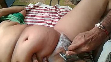 Careful husband shaves Indian woman's XXX tunnel before amateur sex