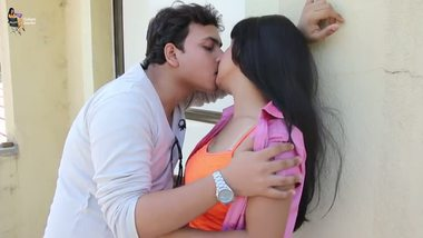 Sexy desi video of young couple having fun at a guest house.