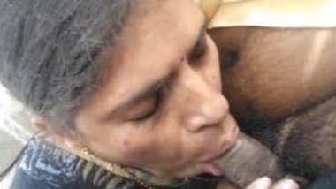 Desi Bhabhi Giving Blowjob to Boss in Car