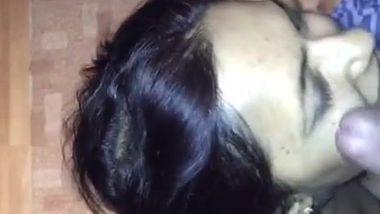 Lucky neighbor cums on Indian neighbor's face after XXX blowing