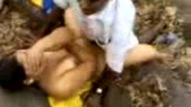 Tamil outdoor sex video of mature village bhabhi fucked by neighbor
