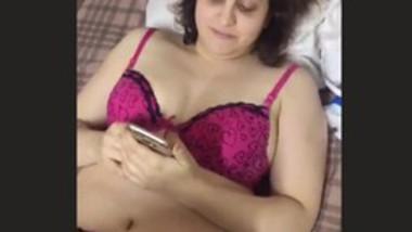 Sexy bhabi nude captured before fucking
