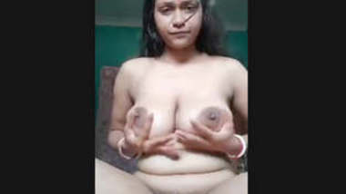 Desi Boudi playing own boobs and pussy Fingering