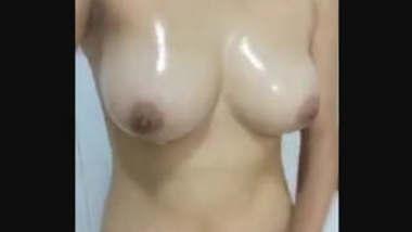 Hot Desi girl nude bathing