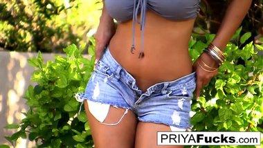 Fun in the sun with sexy MILF Priya Rai